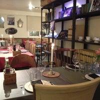 Foto tomada en Isabella's Restaurant por Melicandme el 2/29/2012