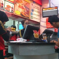 Photo taken at PHD - Pizza Hut Delivery by Furdan P. on 6/7/2012