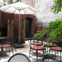 6/19/2012にVictor M.がThe Crosby Barで撮った写真