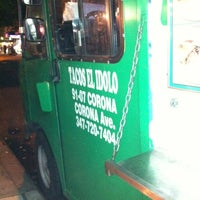 Photo taken at Tacos El Idolo by Maral A. on 7/7/2012