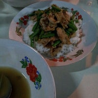 Photo taken at แหม่มโภชนา by Soodlove S. on 6/19/2012