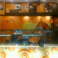 Photo taken at Mad Over Donuts by Rakesh K. on 9/7/2012
