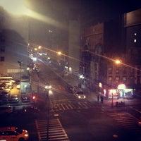 Foto tomada en NYU Third Avenue North Residence Hall por Ina Y. el 3/16/2012