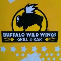 3/16/2012 tarihinde Alissa H.ziyaretçi tarafından Buffalo Wild Wings'de çekilen fotoğraf