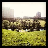 7/1/2012 tarihinde Masha D.ziyaretçi tarafından Парк Олимпийской деревни'de çekilen fotoğraf