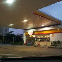 Photo taken at Shell Select by @fabioandpires . on 4/3/2012