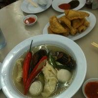 Photo taken at Restoran Home Town Yong Tow Foo by CJ on 3/11/2012