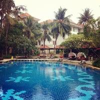 Photo taken at Sheraton Bandara Hotel by Edward E. on 6/10/2012