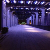Foto tirada no(a) High Line 10th Ave Amphitheatre por Chanthini B. em 4/4/2012