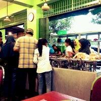 Photo taken at RM Bu Joko Masakan Sunda by Haryadi B. on 8/6/2012