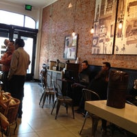 Foto tomada en Starbucks por eeena d. el 2/20/2012