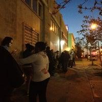 Foto tirada no(a) Bootleg Bar & Theater por Raymond L. em 4/7/2012
