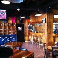 Foto diambil di Bulldog Bar & Grill oleh Fabio L. pada 9/5/2011