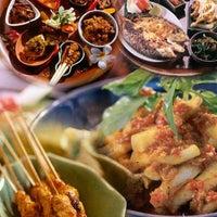 Photo taken at Selasih Restoran Taman by Herawan on 4/2/2012