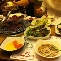 Photo taken at 소나무푸줏간 by Eun pA C. on 5/27/2012