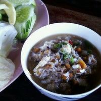 Photo taken at ริมเขื่อน (Rim Khuean Restaurant) by oou_oou_ on 1/22/2012