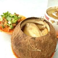 7/21/2012 tarihinde Kenny V.ziyaretçi tarafından Keong Kee Herbal Soup (强记补品)'de çekilen fotoğraf