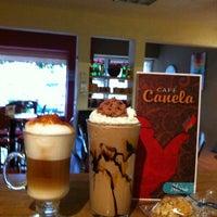 Foto tomada en Café Canela por Ruaj H. el 6/15/2012