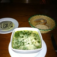 Foto tomada en Greens Organic Restaurant por Pedro C. el 2/28/2012