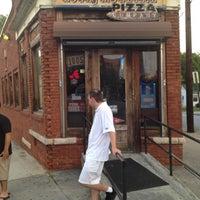 Photo prise au Rocky Mountain Pizza par Adam T. le7/24/2012