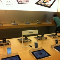Photo taken at Apple Bahnhofstrasse by Kurt W. on 8/18/2012