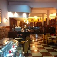 Photo taken at Restaurante La Muralla (Sucursal Jr. Junin) by Alejandro C. on 8/25/2012