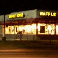 Photo taken at Waffle House by Dean P. on 11/21/2011