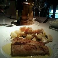 Photo taken at Moana Restaurante - Gastronomia e Arte by Hellen M. on 9/20/2011