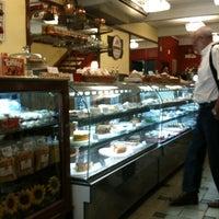 Photo taken at Deli 43 Pavelka by Rodrigo P. on 9/11/2012