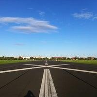 Das Foto wurde bei Flughafen Tempelhof von Bob O. am 9/12/2011 aufgenommen