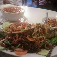 Photo taken at Bali Bali Restaurant by Saniah Mahmood on 6/17/2011