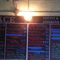 8/31/2012에 dan p.님이 Ace Biscuit & Barbecue에서 찍은 사진