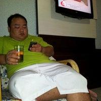 Photo taken at โรงแรมรื่นรมย์ by Puwanai W. on 12/7/2011