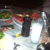Photo prise au Bahçe Cafe par art wedding p. le6/15/2012