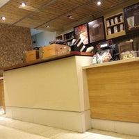Foto tirada no(a) Starbucks por Vanessa A. em 6/29/2012