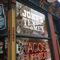 Foto tomada en John's Tex Mex por Bill P. el 5/12/2012