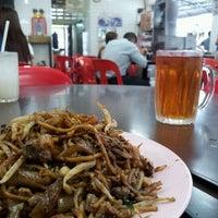 10/7/2011 tarihinde Timothy L.ziyaretçi tarafından Restaurant Mei Sin 美新茶餐室'de çekilen fotoğraf