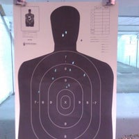 Foto tomada en The Gun Range por Yung A. el 6/20/2012