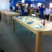 Photo taken at Apple Parquesur by Nazareth B. on 3/9/2012