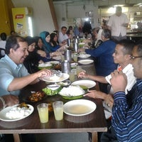 Photo taken at Restoran Minah by arie on 11/24/2011