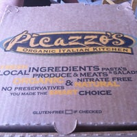Photo taken at Picazzo's Organic Italian Kitchen by Maria Alexandra S. on 4/21/2011