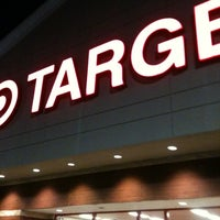 Foto tomada en Target por Wesley H. el 5/19/2012