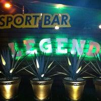 Foto tomada en Legends Sports Bar & Grill por Daniel K. el 7/17/2012