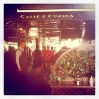 Foto scattata a Caffe e Cucina da Divnah T. il 1/27/2011