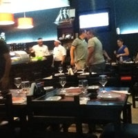 Foto tirada no(a) Sensei Lounge Sushi por juny k. em 12/19/2011