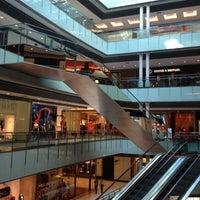 Foto tirada no(a) Shopping Vila Olímpia por Rê .. em 6/28/2012
