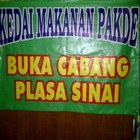 Photo taken at Kedai Makan Pakde by Prast D. on 1/31/2012