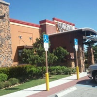 Photo taken at LongHorn Steakhouse by Henry Q. on 10/21/2011