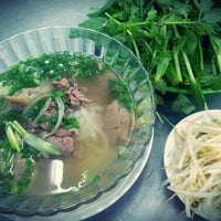 Photo taken at Phở Cây Quéo by Khánh L. on 12/15/2011