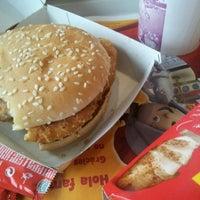 Foto tomada en McDonald's por Devon S. el 10/21/2011
